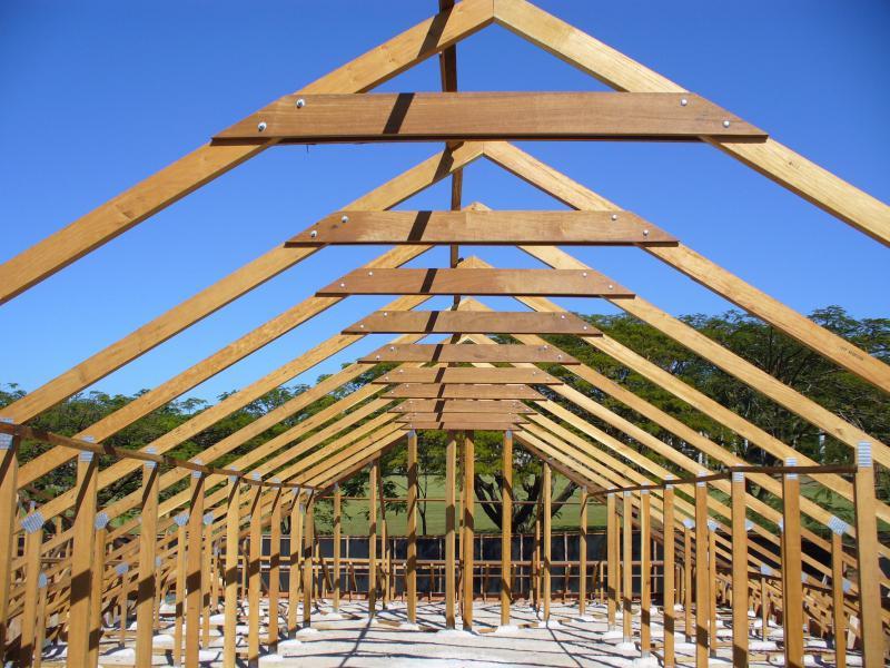 Estrutura de madeira para telhado